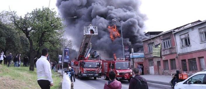 Eyüpsultan'da lastik deposunda yangın